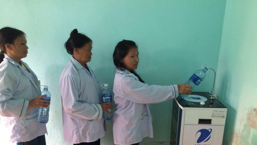 Cơ sở y tế tại Quảng Nam được VNPT trao tặng máy lọc nước sạch
